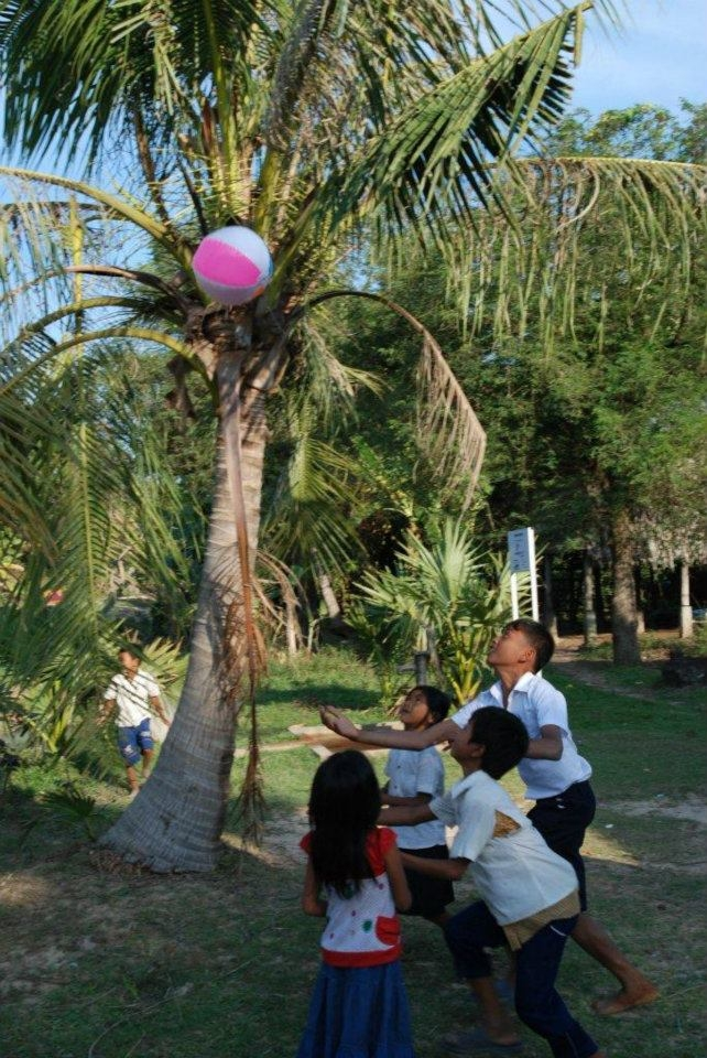 2011 kids playing at phic noy