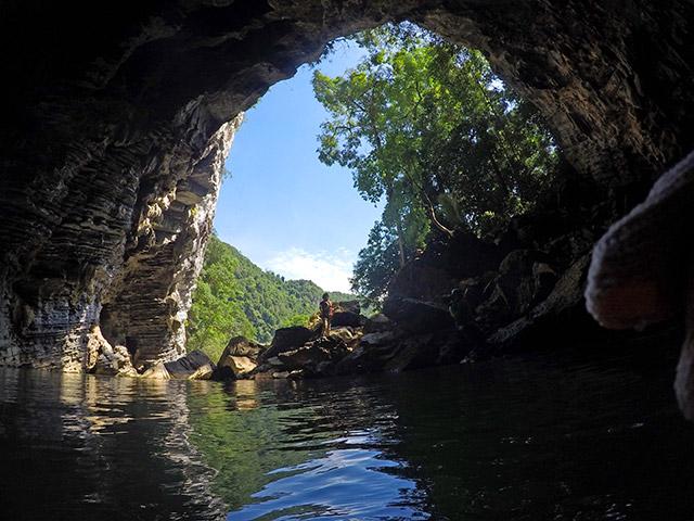 Vietnam caving
